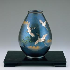 青銅製花瓶 太坪型 彫金松に三羽鶴 木製みずき花台(13号)付|craft-crowd