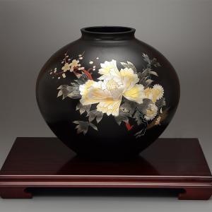 青銅製花瓶 寿型12号 彫金牡丹四君子 木製わらび花台(16号)付|craft-crowd