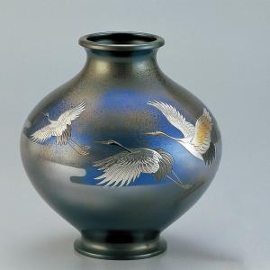 青銅製花瓶 寿型10号 彫金三羽鶴 木製みずき花台(13号)付|craft-crowd