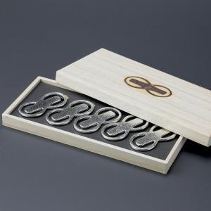箸置き おしゃれ 還暦祝い 男性 結婚祝い 内祝い 能作 箸置「8」(はち) 5個入 錫製品|craft-crowd