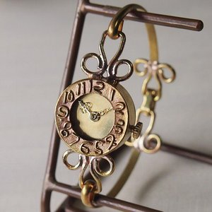 手作り腕時計 ハンドメイド ipsilon(イプシロン) fiore(フィオーレ) 金仕上げ レディース/ブレスレットタイプ/華奢/アンティーク調/レトロ/真鍮|craftcafe