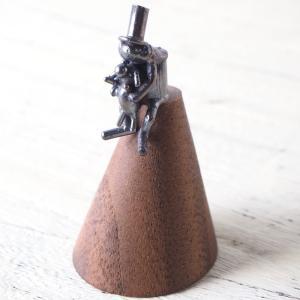 ブロンズ造形作家・コイズミタダシ コビトのリングスタンド 「僕と君とで指輪立て」|craftcafe