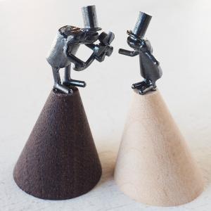 ブロンズ造形作家・コイズミタダシ コビトのリングスタンド「大切なひと -この花あげる-」|craftcafe