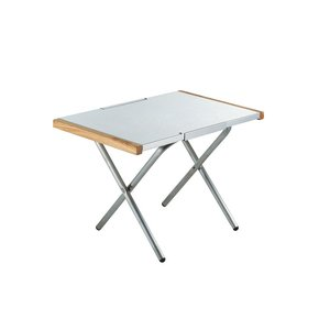 ユニフレーム焚き火テーブルは、焚き火を囲んだり、ダッチオーブンを楽しむ時に大活躍するテーブルの天板が...