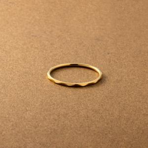 ステンレス製 リング 指輪 低アレルギー レディース 重ねづけ 重ね付け 7号 9号 12号 15号 17号 20号 大きいサイズ 多面カット ゆうパケットOK Cream dot.
