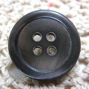 高瀬貝をスモーク加工(黒染め)したシンプル 貝 ボタン (1017)CPB-066 20mm cufflink