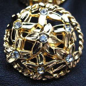 (訳あり)小さなお花をモチーフにし、その中央に小さな スワロフスキー を使用した 金属 ボタン (G-50158) CPB-086 20mm|cufflink