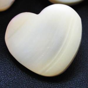 (訳あり)タカセ貝を使用したハート形の ボタン (1406) CPB-095 15mm|cufflink