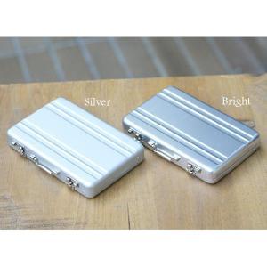 3個まで郵送OK アルミアタッシュケースデザイン カードケース(名刺入れ) カラー:シルバー(返品 交換 ギフト包装不可)|curicolle