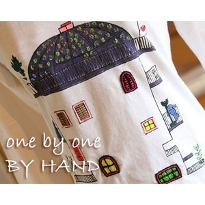 (タワーハウス ラウンドネック 長袖)プリント&刺繍 Tシャツ(one by one BY HAND ワンバイワンハンド)|curicolle