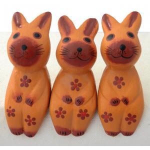 ウサギ 置物 雑貨 木彫り お座りうさぎトリオ(薄茶)アジアン 可愛い 兎 三個セット ギフト 記念品 アジア雑貨|cutemania