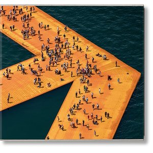 Christo and Jeanne-Claude. The Floating Piers クリスト&ジャンヌ=クロード フローティング・ピアーズ|d-tsutayabooks
