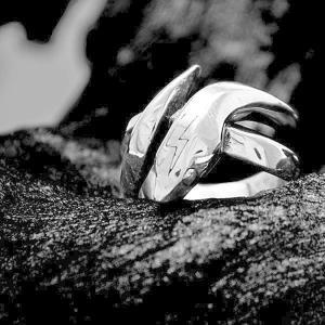 ▼Penny Black  シリーズ  ◆ヘビメタ好きの大蛇・・・・まさにヘビーメタル!! 「指に巻...