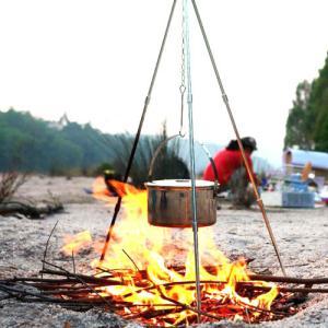 キャンプ用品 焚き火 ハンガー トライポッド 焚き火台 スタンド 三脚  折りたたみ式 アルミ 折り畳み アウトドア キャンプ バーベキュー BBQ  ランタンスタンド dami