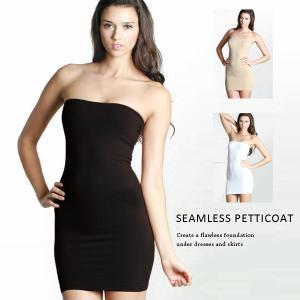 ドレスの下に着込むチューブトップタイプのペチコート。 群の伸縮性は縫い目のないシームレス  上に着る...