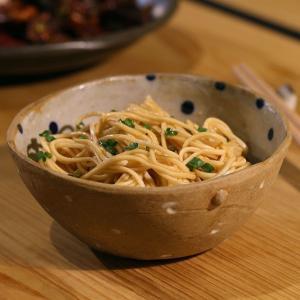 食欲をそそる香ばしさ!ミシュラン星獲得の一流のシェフをもうならせる『ネギオイル』 台湾直輸入まぜそばKiki麺  日本初上陸! daskalides