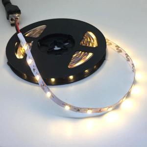 100 V 電源アダプタつき 2835 単密度 電球色 12 V LED テープライト (5 cm 0.25 W 単位,非防水,照明器具)