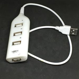 電源タップのような 4 ポート USB ハブ  白色...