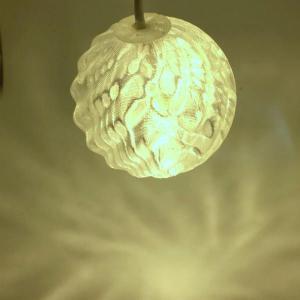 USB 3Dデザインランプ 変化する波模様の USB スタンド兼ペンダント・ライト 電球色 直径 6 cm (LED 照明器具)|dasyn