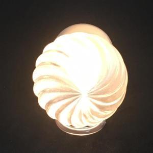 電池式 3Dデザインランプ 電球色の波模様ミニライト (ボタン電池 CR2032 使用)|dasyn