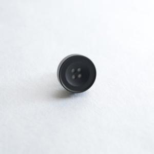 AP-IS-007 Aroma Pins (アロマ ピンズ) カラー/マットブラック  お好みの香水・アロマオイル 等をしみ込ませることができる ボタン型のピンズ|dazzle-sp