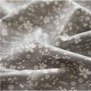 生地・布・入園入学 ≪ Meadow fair - gray ≫ コットン/幅110cm  【10cm単位販売】 |decollections