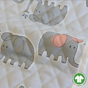 のんびりと水浴びをするゾウを描いた「Elephant(エレファント)」。  青み寄りの明るいグレー地...