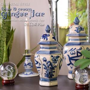 蓋のついた陶器製の壷。インドネシア・バリ島のアンティーク風に作られた陶器製の飾り壷です。<br...