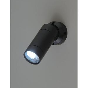●暗い場所でセンサーが人を感知すると自動的にライトが点灯します。(明るい場所では点灯しません。) ●...