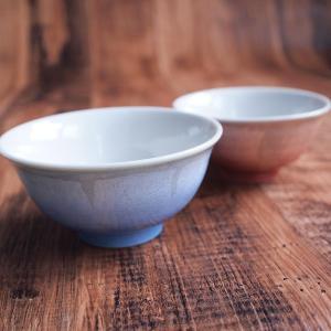 淡い色合いと透き通るような表情が人気の夫婦茶碗です。ブルーとピンクの見事なグラデーションの器は、毎日...