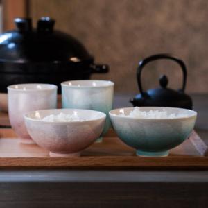 きらきらと上品に輝く本銀箔を贅沢にあしらった九谷焼の夫婦湯呑・茶椀セットです。  ■ 夫婦茶碗 夫婦...
