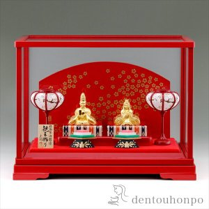 桃の節句を華麗に彩る純金のお雛様。雛祭りは、平安の頃より受け継がれてきた、日本のゆかしい伝統行事のひ...