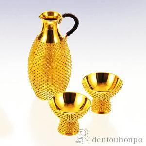 お酒を美味しく愉しむ道具の千呂利と高台猪口セット。純金で細部まで丹精に作り込みました。特別な席でお使...