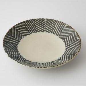 お皿 プレート 食器 陶器 ヘリンボーン 食卓 ダイニング ギフト プレゼント 皿 波佐見焼 aiyu ORIME Pヘリンボーン 六寸丸皿 ブラウン|denzo