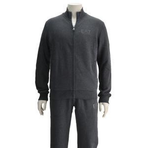 パフォーマンスを最大限高め、最新テクノロジーが支える快適性を服に取り入れているアルマーニのスポーツウ...