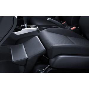 オットマン  (合皮製)取付位置:助手席足元 助手席を特等席にする、快適な座り心地を提供。 シートカ...