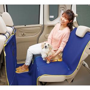 取り付け取り外しが容易な小型犬から大型犬まで使える表面撥水加工のシートマットです。  運転席が見える...