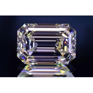 2カラットエメラルドカットダイヤモンドルースフローレス品質Lカラー光のオーロラが見えるようですGIA鑑定書刻印つき diadia