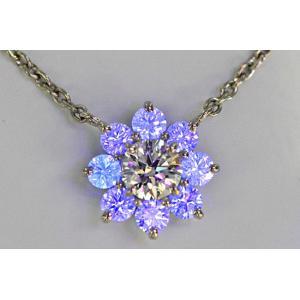 蛍光性ストロングブルー ダイヤに囲まれ神秘的 トリプルエクセレント ハートキューのダイヤ 0.6ct Dカラー IF 周りのダイヤも全て ハート&キューピッド|diadia