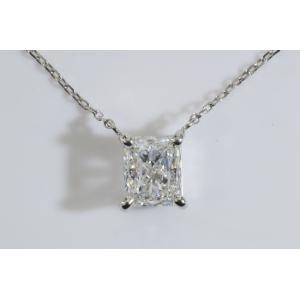 四角ダイヤ好きさんへほぼ1カラット Eカラー VVS1 ラディアントカット ダイヤ一粒ネックレス 縦置きがお胸元すっきりダイヤも大きく見えます|diadia