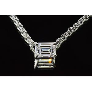 0.3カラットエメラルドカットダイヤネックレス FカラーIFダイヤ一粒ネックレス エメラルドカットさんの横向きが上品な可愛さ|diadia