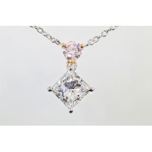 アーガイル産ピンクダイヤとプリンセスカット ダイヤさん斜めがキラリ美しい アーガイルピンクダイヤ 0.15カラット プリンセスカット ダイヤさん 0.87カラット|diadia