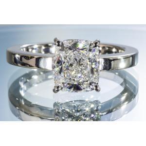 ほぼ2カラット クッションカット ダイヤリング 大きいダイヤのオーラと輝きにうっとり!見ていると夢の世界へ|diadia