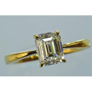 エメラルドカット ダイヤリング イエローゴールドの華やかさとエメラルドカット ダイヤの透明感が華やか!|diadia