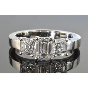 ダイヤDカラーIFダイヤスリーストーンダイヤリング! 0.6カラットエメラルドカットダイヤ、0.3カラットアッシャーカットダイヤ2つ|diadia
