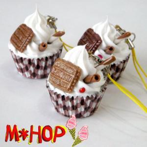 カカオチョイス風  スイーツカップケーキストラップ 手作りデコストラップ|different