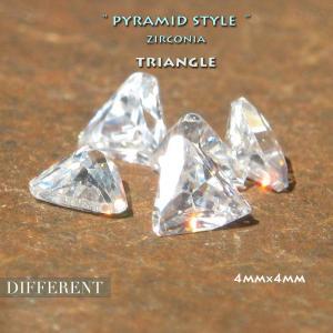 トライアングル ピラミッドキラキラストーン 4mm ジルコニア|different