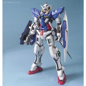 バンダイ ガンダム00 MG ガンダムエクシア プラモデル  脚部には膝の動きを連動。腕部には肘の動...