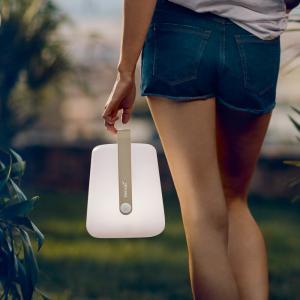 ビストロチェアで人気のフランス・フェルモブ社のシリーズにおしゃれなLEDライトが登場。USBで充電し...