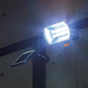 センサーが24時間警戒、人が通ると素早く感知してLEDライトが明るく照射します。ソーラーなのに明るい...